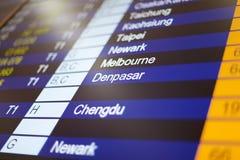 Conseil de l'information de vol dans l'aéroport. Images libres de droits