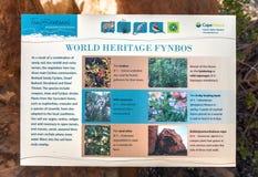 Conseil de l'information de Fynbos chez Truitjieskraal dans les montagnes de Cederberg images libres de droits