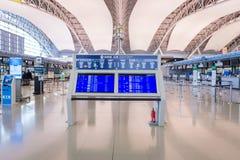 Conseil de l'information de passagers à l'intérieur de l'aéroport international de Kansai Photographie stock