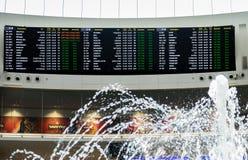 Conseil de l'information pour des passagers à l'aéroport de Ben Gurion l'israel Image libre de droits