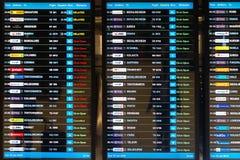Conseil de programme de Digital annonçant des départs de vol Photos stock