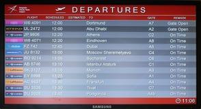 Conseil de vol à l'aéroport dans l'aéroport de Belgrade, Serbie Images stock