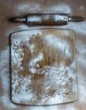 Conseil en bois avec la décoration de farine et de goupille photos libres de droits