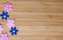 Conseil en bois avec le coeur, le jour de mère ou le jour de valentine Images stock