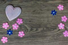 Conseil en bois avec le coeur, le jour de mère ou le jour de valentine Photographie stock