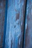 Conseil en bois peint dans la couleur bleue images stock