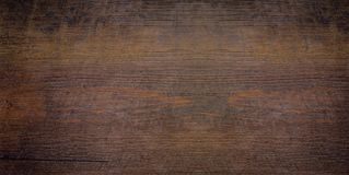 Conseil ou stratifié en bois avec la couleur et le modèle foncés de nature images stock