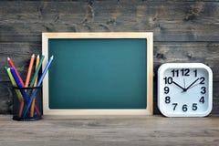 Conseil pédagogique sur la table en bois photos stock
