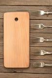 Conseil rayé et vieilles fourchettes Image libre de droits