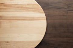 Conseil rond en bois pour la pizza images libres de droits