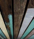 Conseils en bois peints avec la peinture colorée Vieilles peintures en bois colorées de fond Photographie stock
