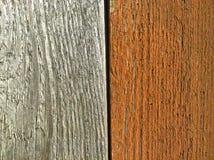 Conseils en bois verticalement gris et oranges Photo libre de droits