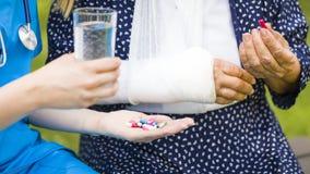 Conseils médicaux avec la médecine Images libres de droits