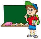 Consejo del muchacho de escuela con la pizarra Foto de archivo libre de regalías
