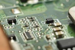 Consejo principal de Micro Electronics con los procesadores, diodos, transistores Foto de archivo