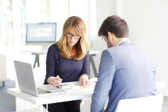 Conselheiro financeiro com cliente imagem de stock