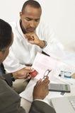 Conselheiro financeiro na discussão com homem de negócios Imagem de Stock Royalty Free