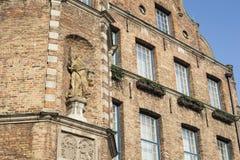 Conselho Municipal de Dusseldorf e estátua de justiça na fachada Imagem de Stock