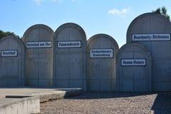Consentration acampa monumento imagenes de archivo