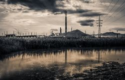 Consequências da poluição da indústria química foto de stock