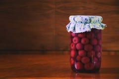 Conserva frutta in barattolo, composta delle ciliege immagini stock