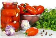 Conservado, tomates de los cotos, en el crisol a imágenes de archivo libres de regalías