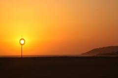 Conservante de vida no por do sol Fotografia de Stock