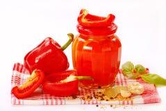 Conservas feitas HOME com paprika vermelha Imagens de Stock