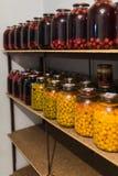 Conservation des baies, cerises en boîte, conservation pour W Image stock