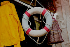 Conservatore di vita o della salvavita con la corda intorno Immagine Stock