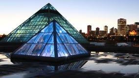 Conservatorio di Muttart a Edmonton, Canada dopo buio fotografia stock libera da diritti