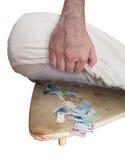 Conservazione dei soldi sotto il materasso Fotografia Stock Libera da Diritti