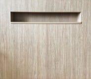 Conservazione della scanalatura aperta dentro interior design di legno della parete a casa di lusso fotografia stock libera da diritti