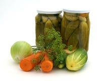 Conserves au vinaigre avec des ingrédients Photo stock