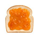 Conserves d'abricot sur le pain photographie stock