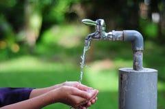 Conservi una goccia dell'acqua Fotografie Stock Libere da Diritti