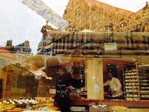 Considérer au-dessus des pâtisseries Image stock