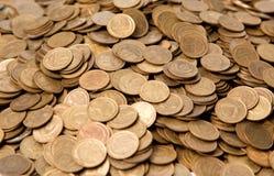 Considerable cantidad de copeckes de cobre Imágenes de archivo libres de regalías