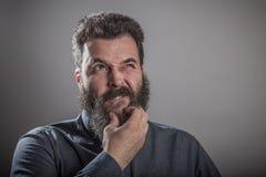Considerando la domanda, il ritratto enorme della barba, matura il Caucasia adulto Fotografia Stock Libera da Diritti