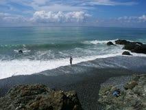 Considerando uma nadada no oceano Fotos de Stock Royalty Free