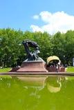 Considérant de piano en parc de Varsovie Lazienki Photos libres de droits