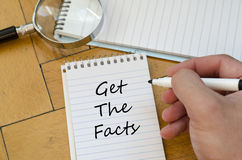 Consiga el concepto de los hechos en el cuaderno imagenes de archivo