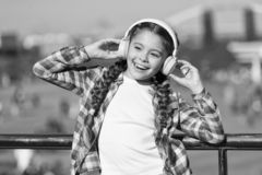 Consiga la suscripci?n de la familia de la m?sica Acceso a millones de canciones Los mejores apps de la m?sica que merecen a para fotos de archivo