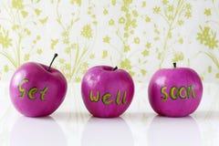 Consiga pronto la tarjeta bien con las manzanas pintadas a mano Imagenes de archivo