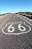Consiga sus retrocesos en la ruta 66 Imagenes de archivo
