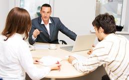 Consigliere finanziario ed i suoi clienti immagini stock