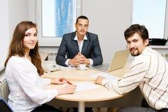 Consigliere finanziario ed i suoi clienti immagini stock libere da diritti