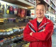 Consigliere nel negozio degli strumenti Immagini Stock Libere da Diritti