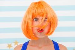 Consiglio di procedura di rinascita dei capelli Cosmetici per cura e la rinascita La parrucca dello zenzero rosso di signora e co immagini stock libere da diritti