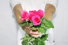 Consigne las rosas a usted Imagenes de archivo